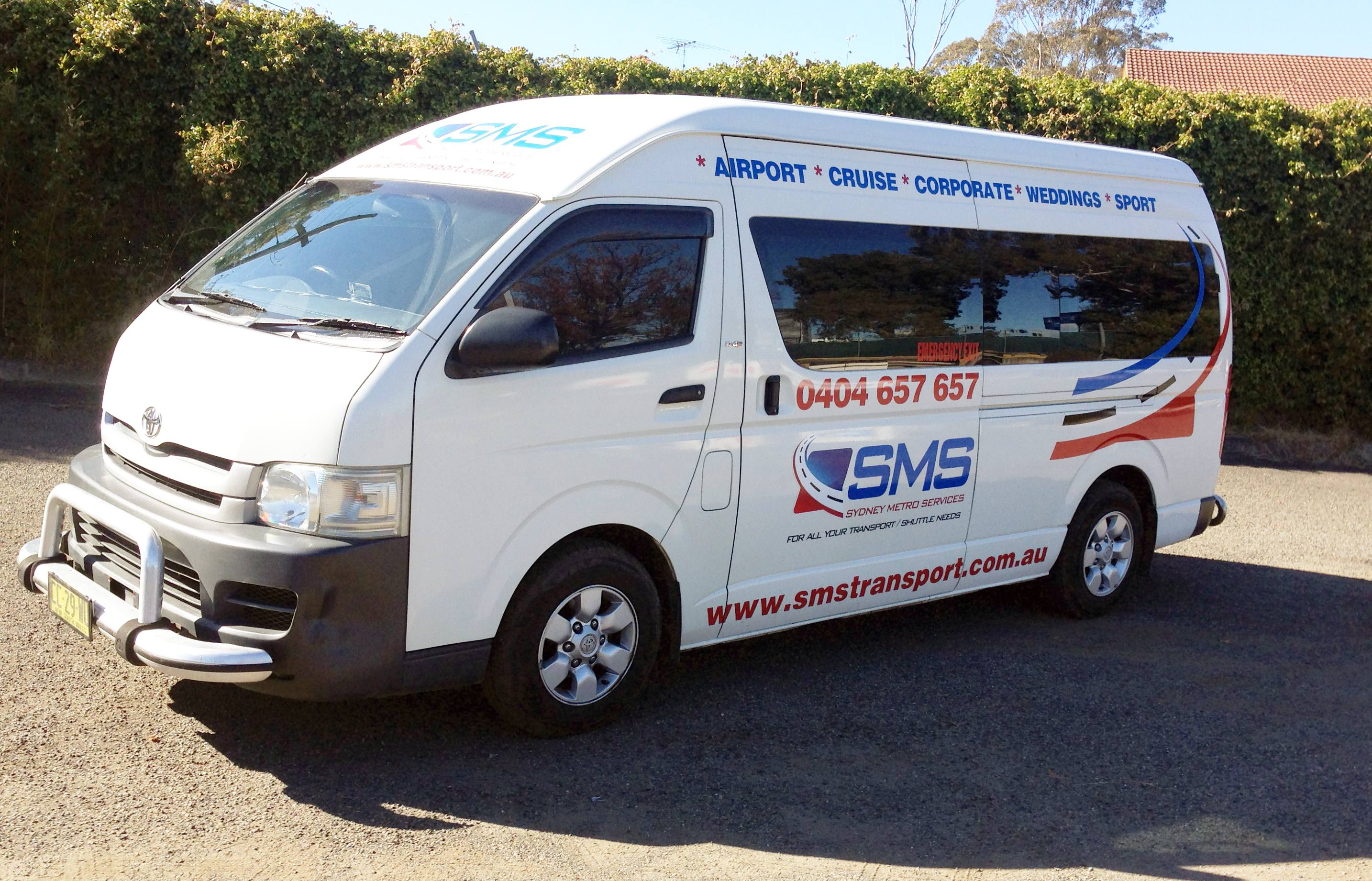 12 Seater Toyota Hiace Commuter